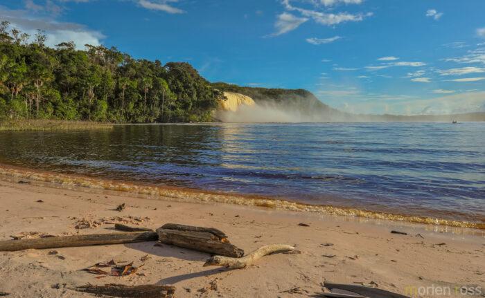 Carrao river - Canaima lagoon